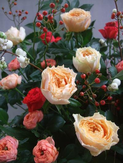 オークリーフ(秋バラと実もののアレンジメント)_f0049672_1331979.jpg