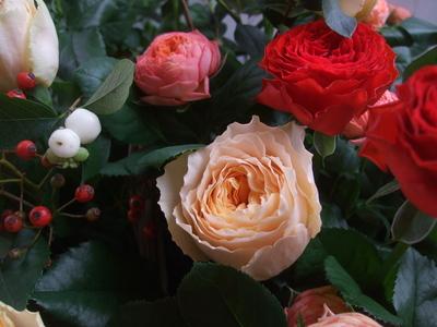オークリーフ(秋バラと実もののアレンジメント)_f0049672_133377.jpg
