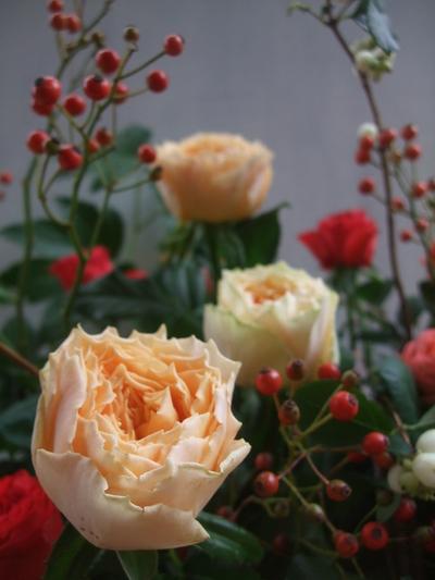 オークリーフ(秋バラと実もののアレンジメント)_f0049672_134424.jpg