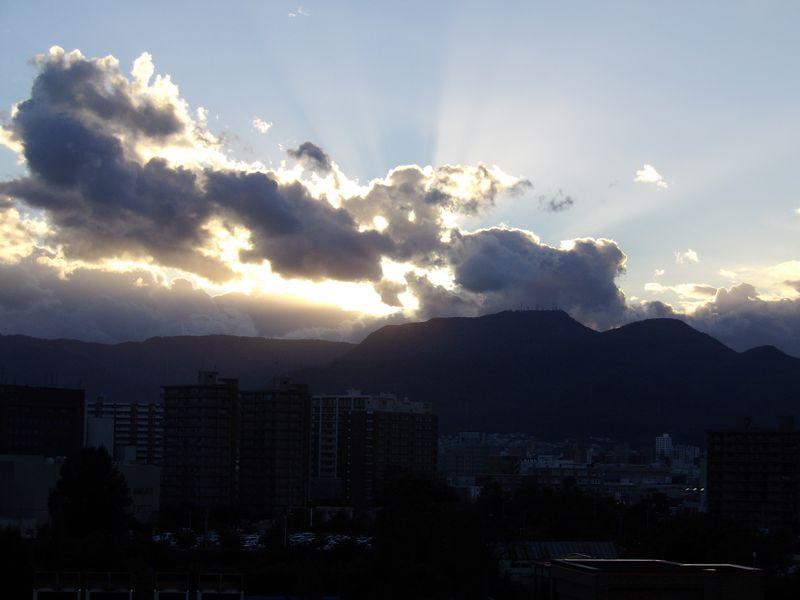沈む太陽は思ったよりも南に移動していた_c0025115_19363913.jpg