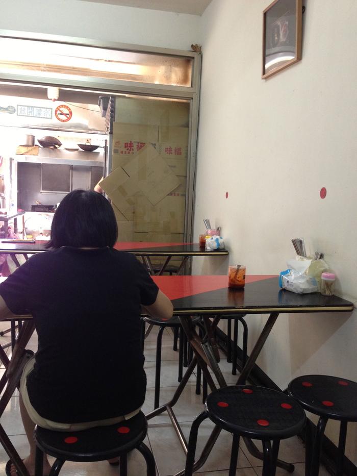 2013 9月 台湾 (12) えっ、ほんとに50元なんだ 街角の安いお店家厨小館@台北_f0062122_831407.jpg