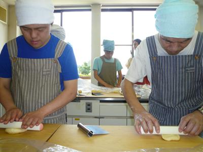 施設間交流でパン作り!_a0154110_16484898.jpg