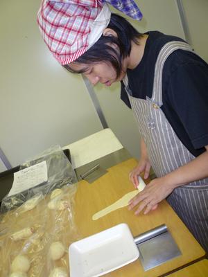 施設間交流でパン作り!_a0154110_1649066.jpg