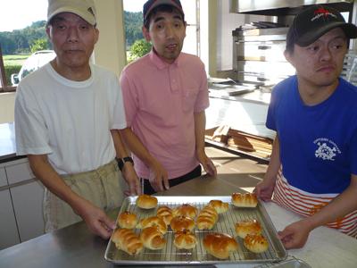 施設間交流でパン作り!_a0154110_1649246.jpg