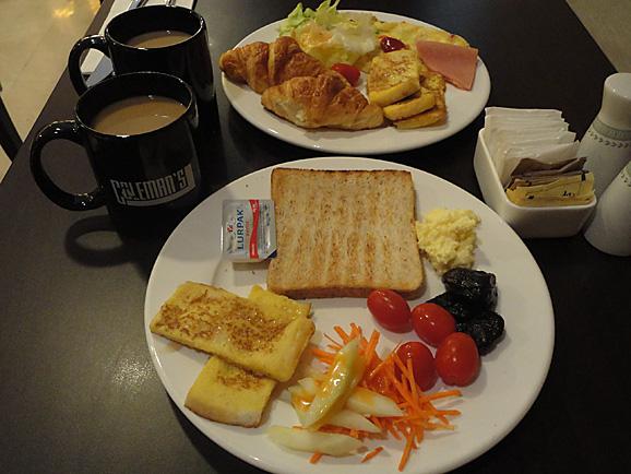 シンガポール13 朝食とセントアンドリュース大聖堂_e0230011_1716486.jpg