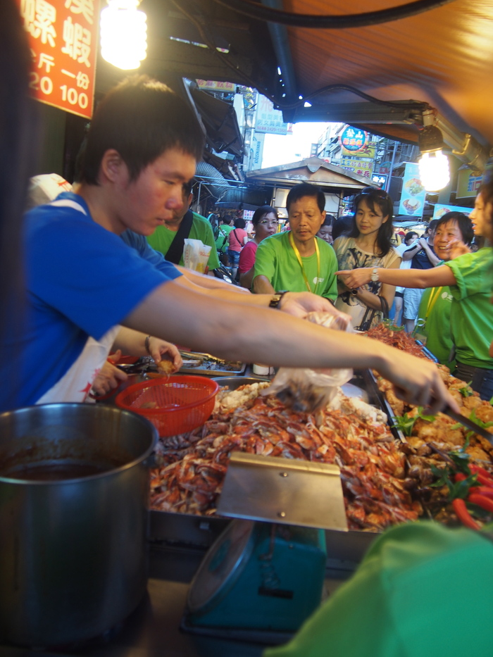 2013 9月 台湾 (13) 基隆へ  台北駅をブラブラしてから 市場の蟹スープとおこわ_f0062122_10114317.jpg