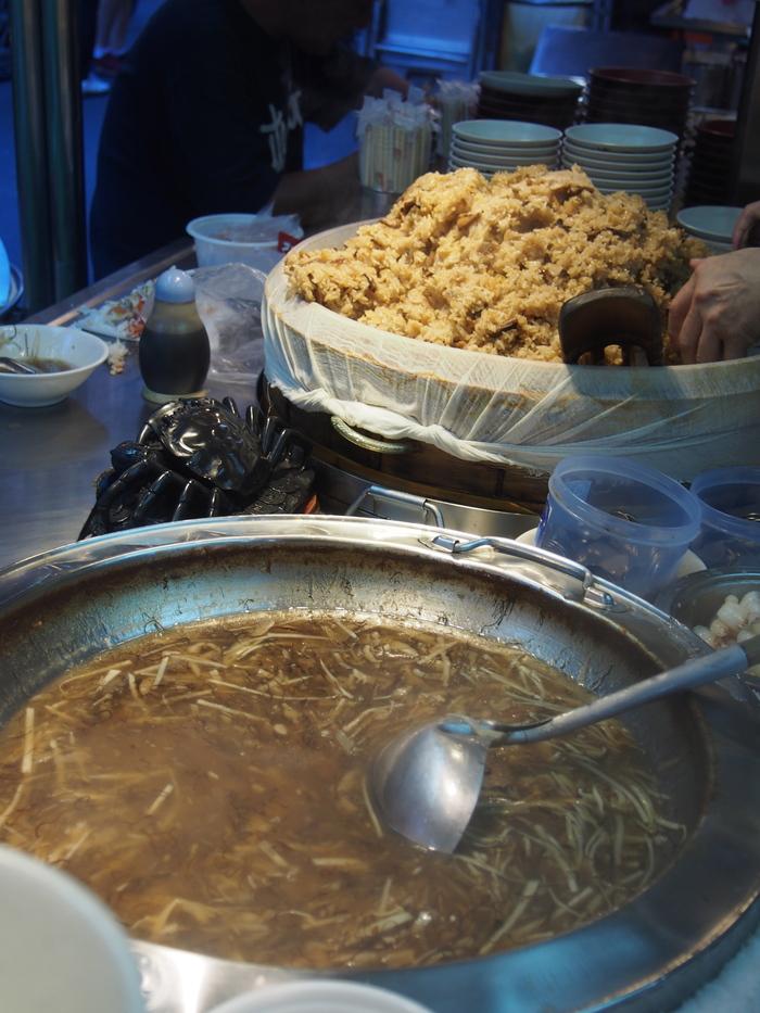 2013 9月 台湾 (13) 基隆へ  台北駅をブラブラしてから 市場の蟹スープとおこわ_f0062122_10142381.jpg