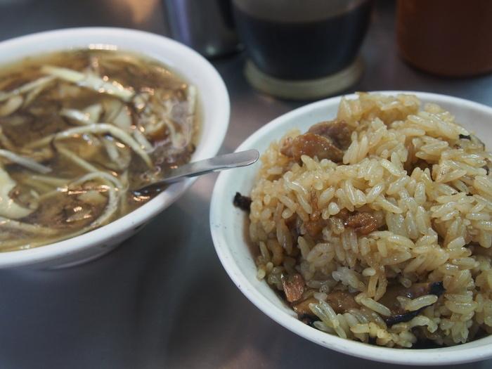 2013 9月 台湾 (13) 基隆へ  台北駅をブラブラしてから 市場の蟹スープとおこわ_f0062122_10212361.jpg
