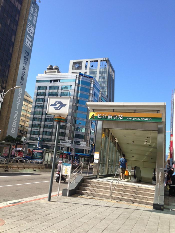2013 9月 台湾 (13) 基隆へ  台北駅をブラブラしてから 市場の蟹スープとおこわ_f0062122_9462253.jpg