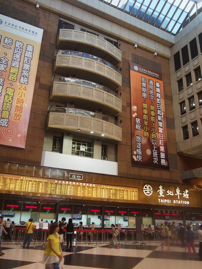 2013 9月 台湾 (13) 基隆へ  台北駅をブラブラしてから 市場の蟹スープとおこわ_f0062122_9534991.jpg