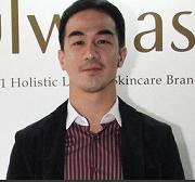 インドネシアを代表するアクション俳優7人(Kapanlagi.com)_a0054926_15552126.png
