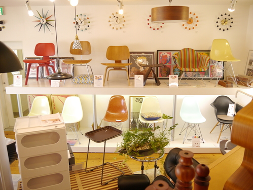 EAMES SIDESHELL CHAIR PARCHMENT + EIFFEL BASE1st.が贅沢にも2脚...と思ったらひとつはPURE WHITE?_b0125570_1081111.jpg