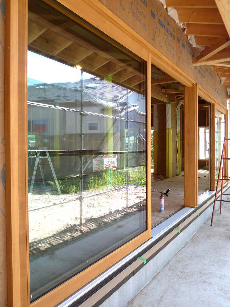 ゼロエネルギーハウス花園町:大型木製サッシ_e0054299_1129615.jpg