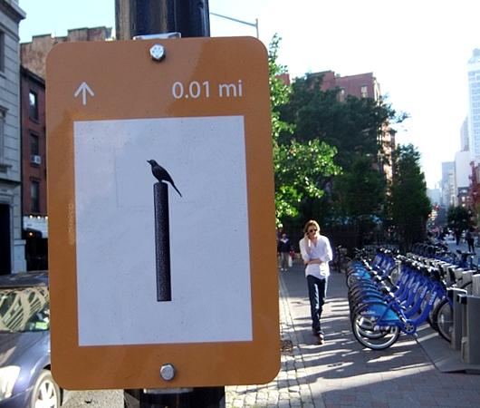 "NYの街角に、何かと便利な\""Art within One Mile\""(1マイル以内のアート)看板が登場_b0007805_1054770.jpg"