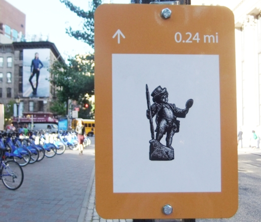 "NYの街角に、何かと便利な\""Art within One Mile\""(1マイル以内のアート)看板が登場_b0007805_10592.jpg"