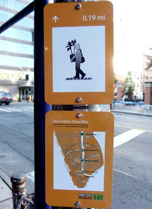 "NYの街角に、何かと便利な\""Art within One Mile\""(1マイル以内のアート)看板が登場_b0007805_107954.jpg"