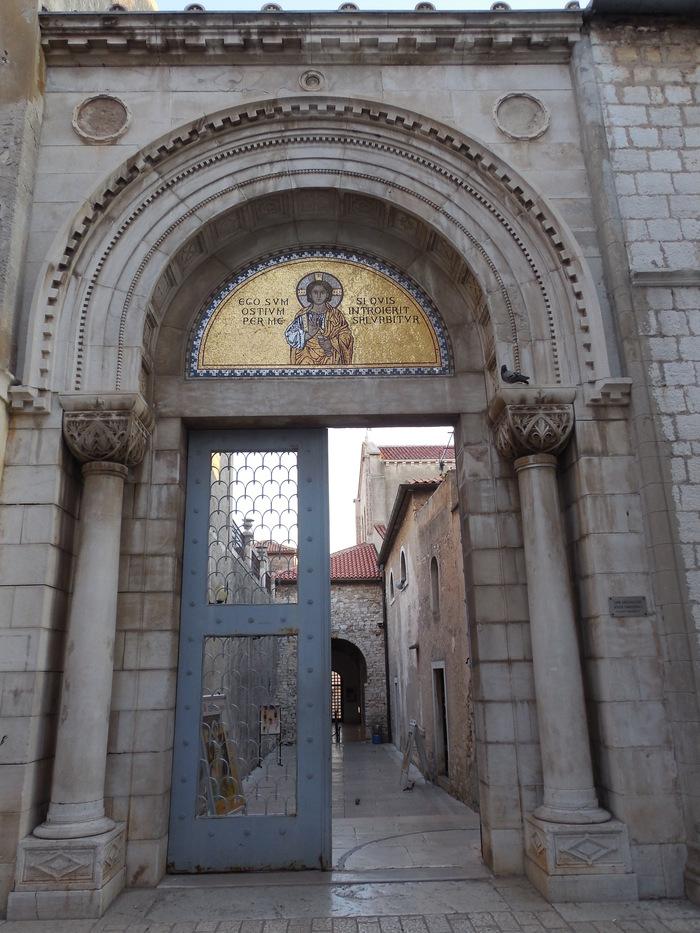 クロアチアの田舎町にあるエウフラシウス聖堂_d0116009_519867.jpg
