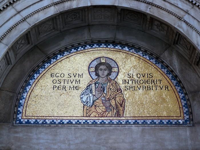 クロアチアの田舎町にあるエウフラシウス聖堂_d0116009_5204919.jpg