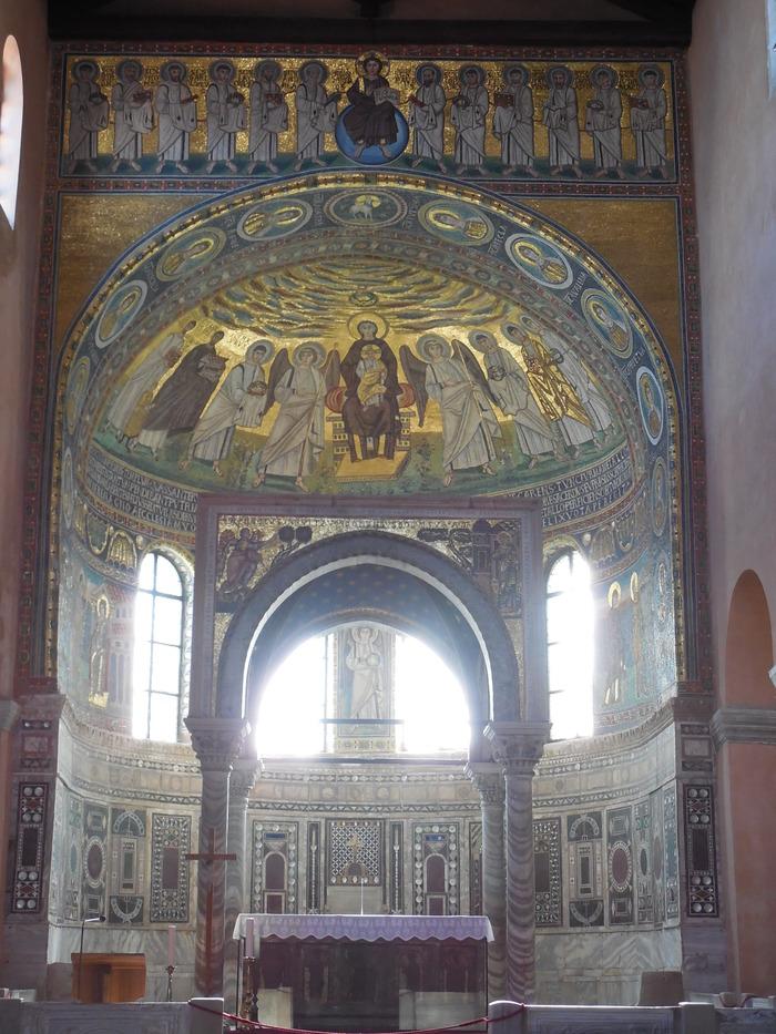 クロアチアの田舎町にあるエウフラシウス聖堂_d0116009_5261276.jpg