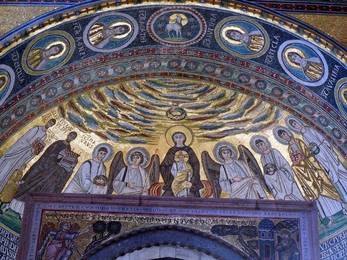 クロアチアの田舎町にあるエウフラシウス聖堂_d0116009_537751.jpg
