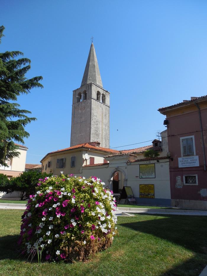 クロアチアの田舎町にあるエウフラシウス聖堂_d0116009_5591291.jpg