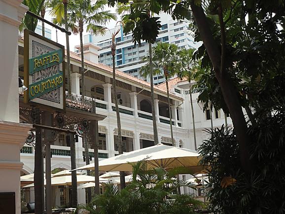 シンガポール14 ラッフルズホテルとフードコート_e0230011_1354358.jpg