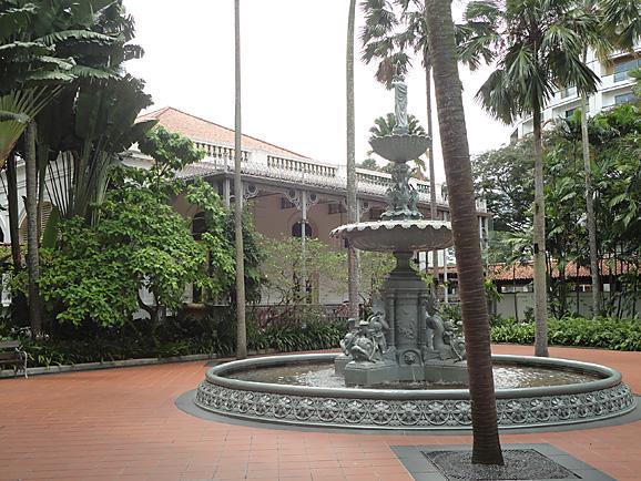 シンガポール14 ラッフルズホテルとフードコート_e0230011_1365662.jpg
