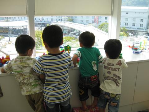 賑やかな託児室✿_b0228113_1838730.jpg