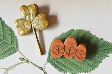 木製キノコブローチと布きのこ_d0263815_16535086.jpg