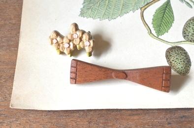 木製キノコブローチと布きのこ_d0263815_16545669.jpg
