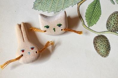 木製キノコブローチと布きのこ_d0263815_16563798.jpg