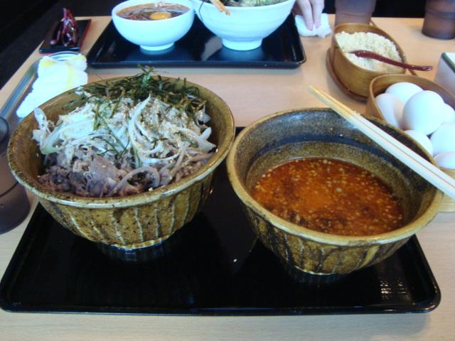 東新宿「なぜ蕎麦にラー油を入れるのか。」へ行く。_f0232060_12495215.jpg