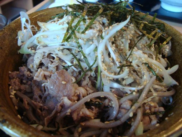 東新宿「なぜ蕎麦にラー油を入れるのか。」へ行く。_f0232060_12514555.jpg