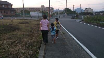 家族でお散歩♪_d0191262_21284662.jpg