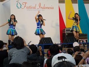 JKT48のナビラさん、センディさん、フェランダさん@インドネシア・フェスティバル(9/21~9/22)_a0054926_10534687.jpg