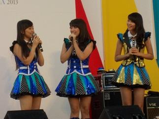 JKT48のナビラさん、センディさん、フェランダさん@インドネシア・フェスティバル(9/21~9/22)_a0054926_13173944.jpg