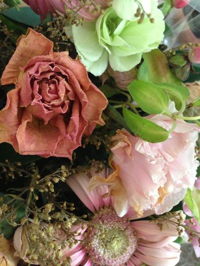 朽ち果てそうな花々 鮮やかで美しいだけの時を過ぎ..凛々く深く・・・ その色気を讃えよう。_d0119642_11552087.jpg
