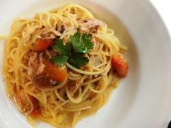 9/23本日パスタ:ツナとオリーブペースト・プチトマトのスパゲティ_a0116684_1133383.jpg
