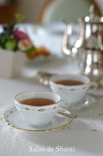 「お茶をどうぞ♪」のsalondeshantiさん登場!_c0039735_1334290.jpg