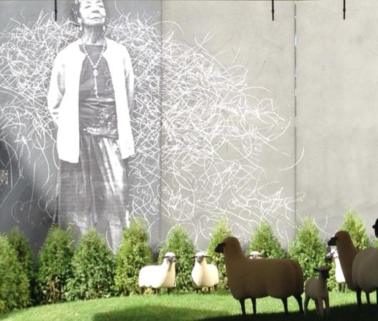 都心のガソリン・スタンド跡地が羊の遊ぶ芝生広場に?!_b0007805_20573828.jpg