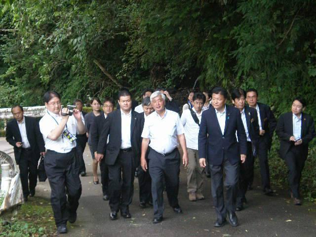 新藤総務相が自伐型林業の現場を視察_a0051539_4265628.jpg