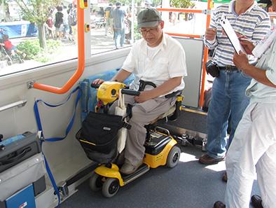 路線バス乗車中の車イス固定について_c0167961_0463053.jpg