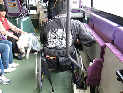 路線バス乗車中の車イス固定について_c0167961_0474752.jpg