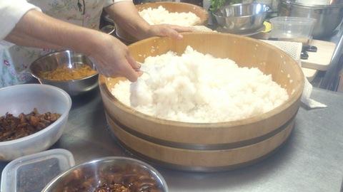 米山ガーデン料理教室「笹の押し寿司」。_d0182179_13124377.jpg