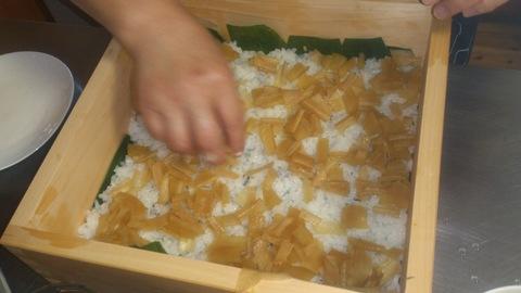 米山ガーデン料理教室「笹の押し寿司」。_d0182179_13411433.jpg