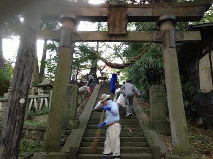 秋季祭礼へ日和田八幡神社清掃_f0259324_11174370.jpg