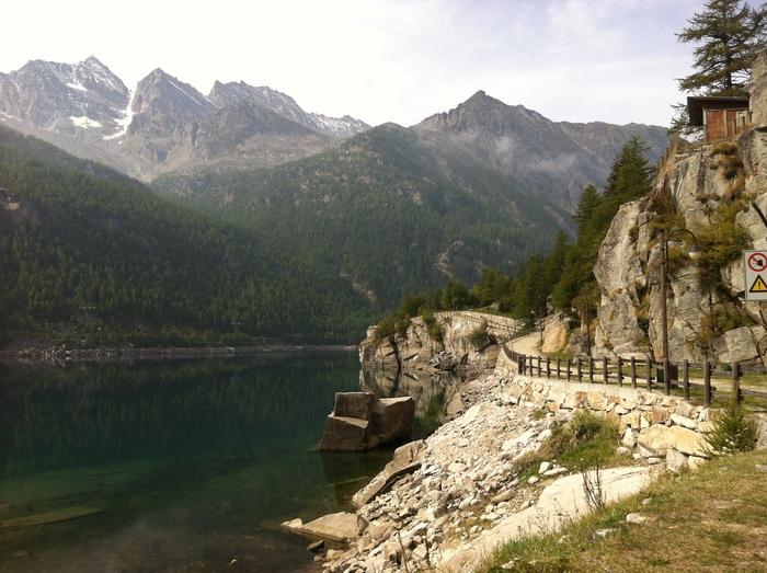 グラン パラディーゾ国立公園の湖で秋散歩🍁 Lago di Ceresole _b0246303_23492968.jpg