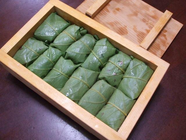 柿の葉寿司_f0019498_12191455.jpg