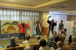 桃太郎の演劇<アクティブライフ山芦屋・デイサービス>_c0107602_10591474.jpg