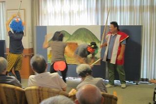 桃太郎の演劇<アクティブライフ山芦屋・デイサービス>_c0107602_10594761.jpg